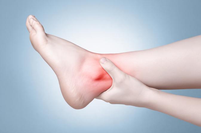 piros folt a lábán, tömítéssel fáj