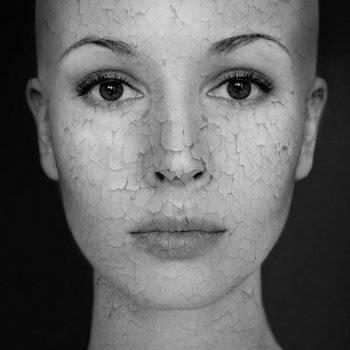 hogyan lehet otthon gyorsan eltávolítani a vörös foltokat az arcról