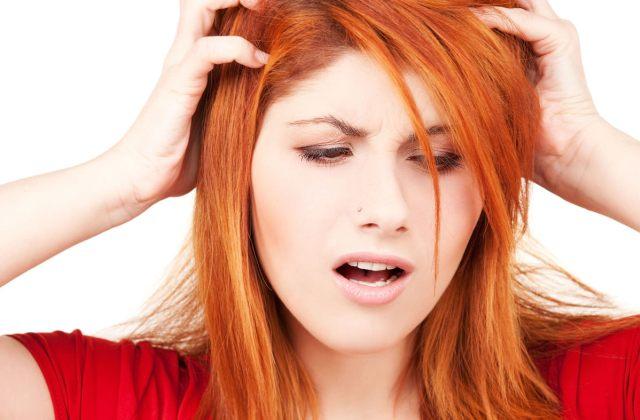 vörös fej a fejtámlán viszket egy felnőttnél