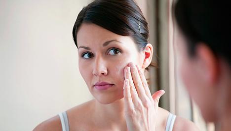 hogyan lehet eltakarni egy vörös foltot az arcon