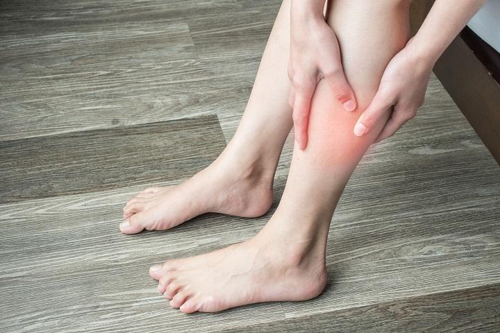 vörös folt a lábán lévő csonton
