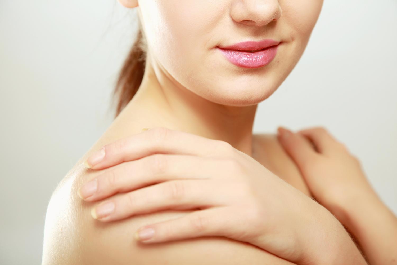 a pikkelysmr megnyilvnulsa s kezelse bőrkiütés vörös foltok formájában felnőtteknél viszketés
