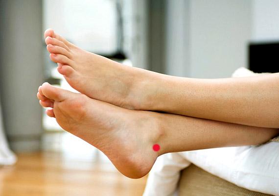 a lábak közötti folt pirosra viszket