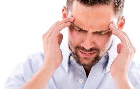 fejfájás és arc vörös foltokkal